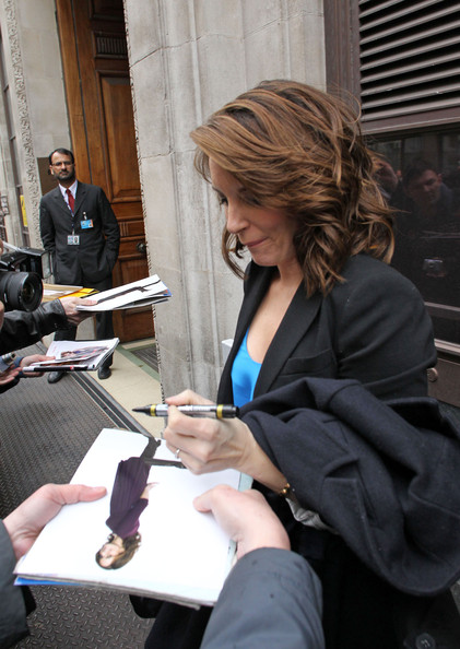 Is tina fey left handed