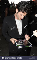 Penn-badgley-emma-stone-and-penn-badgley-signing-autographs-and-meeting-K4KJE7
