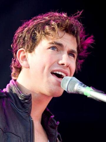 File:Richard Fleeshman performing, 2008 1 cropped.jpg