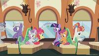 Season 8 promo image - Twilight and CMC on the train