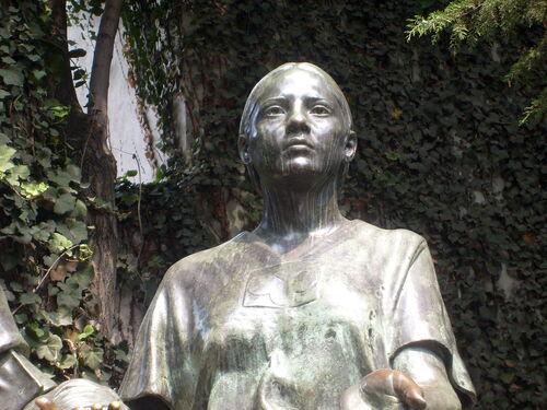 La Malinche statue