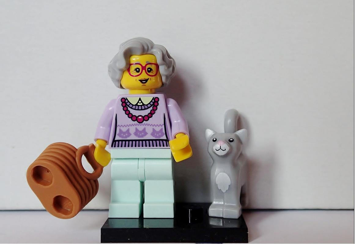 LEGO HAIR PIECE FOR GRANDMA FROM SERIES 11 Mini figures