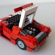 Roter Sportwagen 5867 Motorhaube