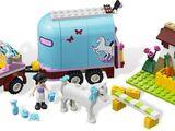 Geländewagen mit Pferdeanhänger 3186
