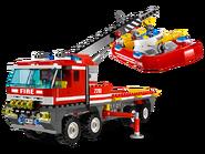 7213 Le camion tout-terrain et le bateau des pompiers 2