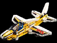 42044 L'avion de chasse acrobatique