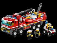 7213 Le camion tout-terrain et le bateau des pompiers