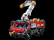42068 Le véhicule de secours de l'aéroport 4