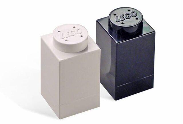 File:Salt and Pepper Shakers.jpg