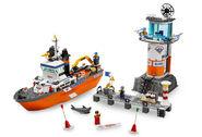 7739 Le bateau et la tour de contrôle des garde-côtes