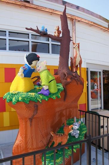 Image - Downtown Disney Snow White.jpg   Brickipedia   FANDOM ...