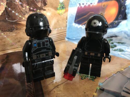 Comparaison Technicien et artilleur impériaux 75034 et 75184 DY