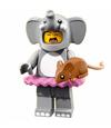 Série 18 Fille déguisée en éléphant
