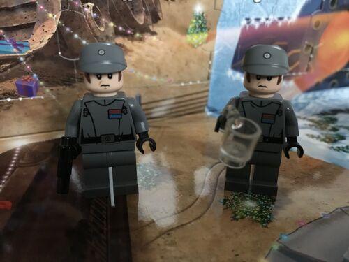 Comparaison officiers impériaux 75055 et 75184 DY