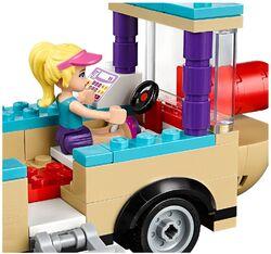Amusement Park Hot Dog Van 4