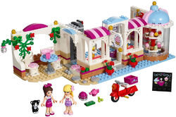 LEGO-Friends-Heartlake-Cupcake-Cafe-set-build