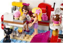 Heartlake Cupcake Café 4