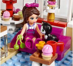 Heartlake Cupcake Café 5