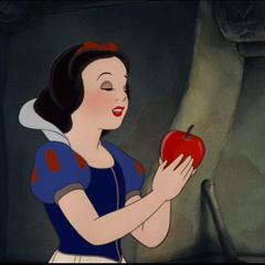 Blanche-Neige s'apprêtant à croquer la pomme empoisonnée.