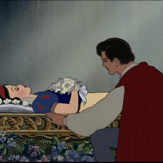 Le Prince près du cercueil de Blanche-Neige.