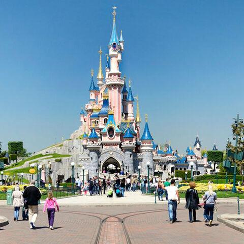Parc Disneyland premier parc du complexe Disneyland Paris ouvert le 12 avril 1992