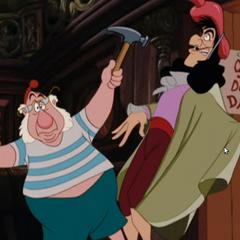 Mouche donne un coup de marteau au Capitaine