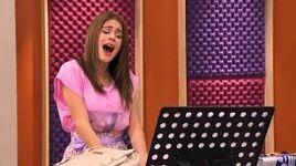 Violetta singing Podemos
