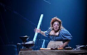 Los Miserables 17 - Madame Thénardier (Michelle Rodríguez)