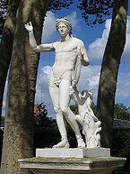 220px-StatueApollon2