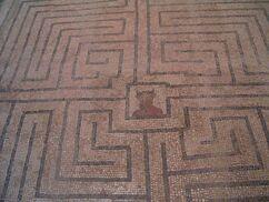 Minotaure-et-labyrinthe-1-