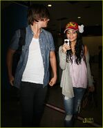 Zac-efron-vanessa-hudgens-happy-hands-05