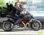Chris-pine-jack-ryan-motorcycle-17