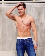 Zac-efron-body-670827178