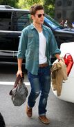 Zac-Efron-in-Levis-Jeans-594x1024