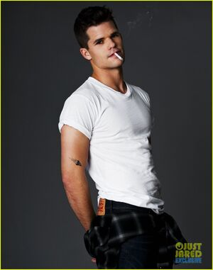 Max-charlie-carver-just-jared-spotlight-of-the-week-exclusive-02