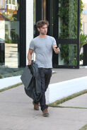 Gossip Girl actor Chace Crawford walks back 0Cjv78JruHax