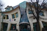 The-Crooked-House-Sopot-Poloand-709383