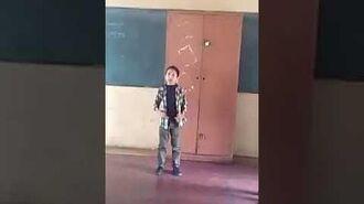 """Emanuel Teran cantando """"Te doy gracias mama"""""""
