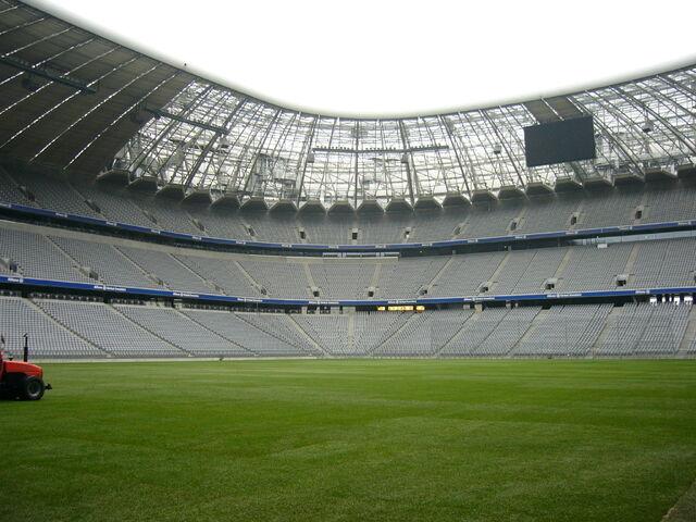 File:Allianz-Arena.ebenerdig.rang1-3.s.JPG