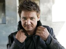 Aaron-Cross-jeremy-renner-33051572-500-372