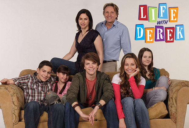 Are casey and derek from life with derek dating