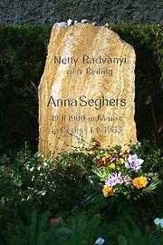 Tumba de Anna Seghers