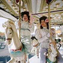 Emily und Florence - Karusell