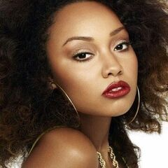 Leigh-Anne wearing her night makeup