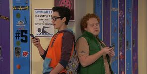 Joey and Artie texting in the halls