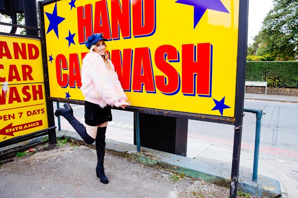 File:LIZ in front of a car wash sign.jpg