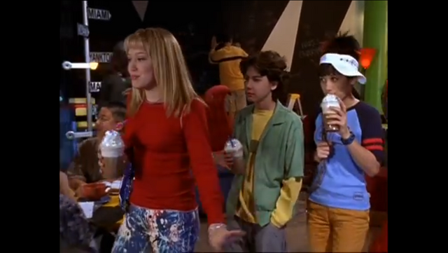 File:S1e21 Lizzie with friends.PNG