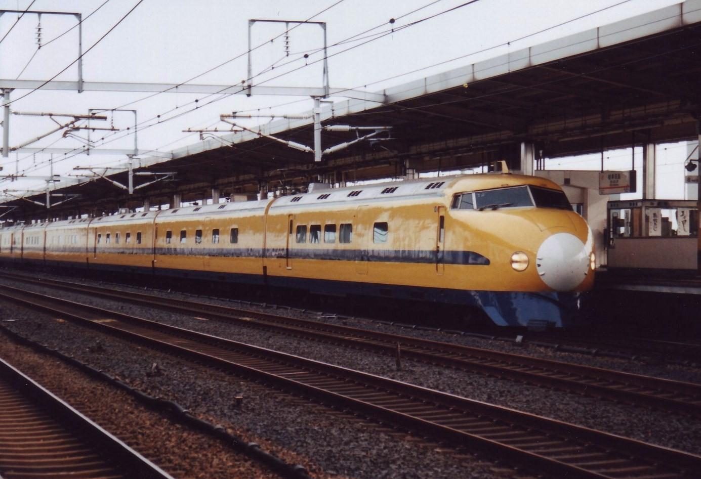 Shinkansen Class 922 T2.jpg