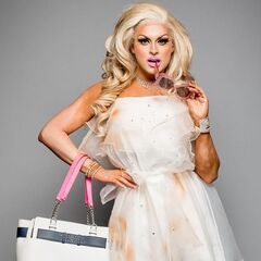 Queen of Your Hometown Look