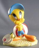 Looney-tunes---figurine-resine-warner----titi-a-la-plage-p-image-374602-grande